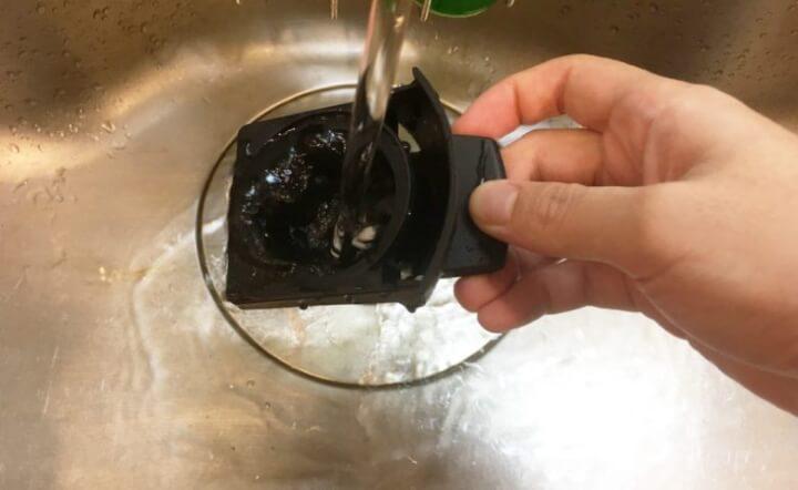 カプセルホルダーを水洗い